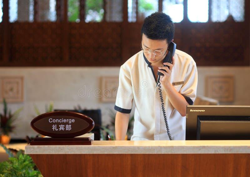 Le serveur de concierge d'hôtel image libre de droits