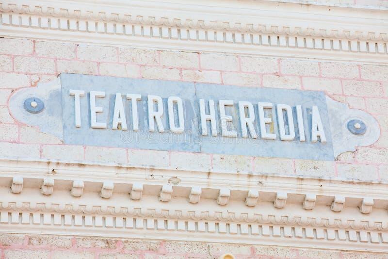 Le signe antique du théâtre de Heredia dans la ville murée de Carthagène de Indias photographie stock