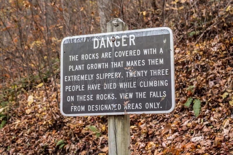 Le signe de danger chez Crabtree tombe en Virginie photos stock