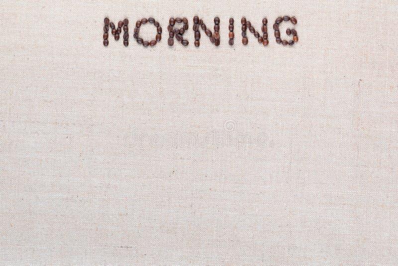 Le signe de lettre de matin des grains de café d'isolement sur la texture de linea, a aligné le centre supérieur photos stock