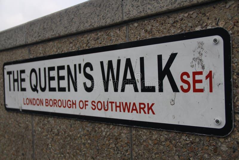 Le signe de Londres de promenade du ` s de reine images stock