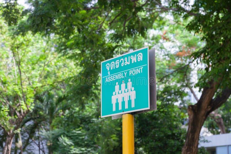 Le signe de point d'assemblée de secours traduisent dans thaïlandais image libre de droits