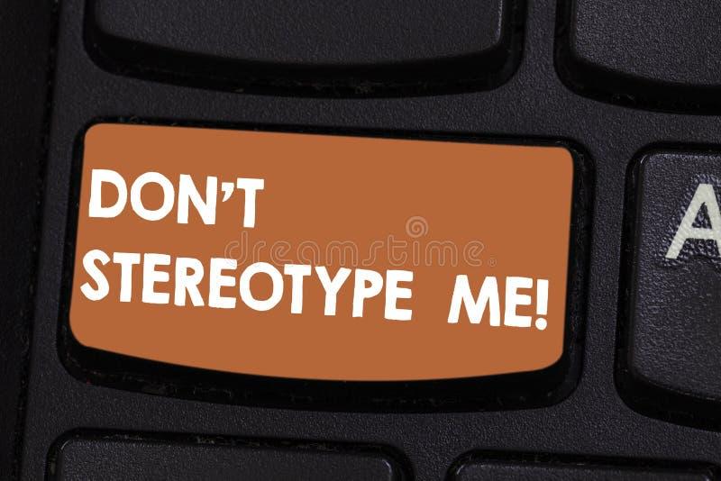 Le signe des textes montrant Don T me stéréotypent Photo conceptuelle toute pensée largement adoptée par les types spécifiques pe illustration stock