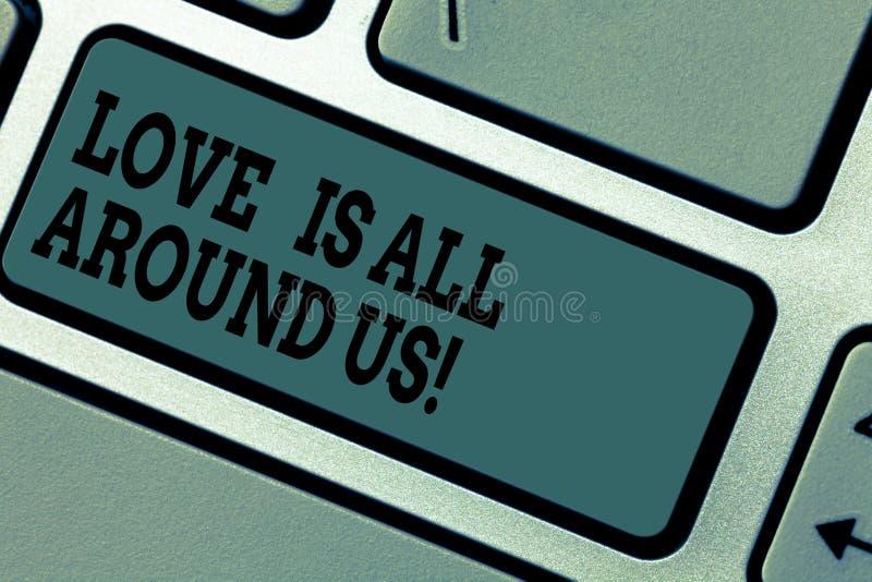 Le signe des textes montrant l'amour est tout autour de nous Émotions roanalysistic de sentiments de photo de motivation conceptu photographie stock libre de droits