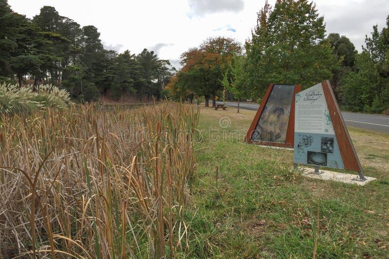 Le signe légendaire de Lindsays aux jardins botaniques de Creswick commémore les cinq enfants de mêmes parents artistiques de Lin photos stock