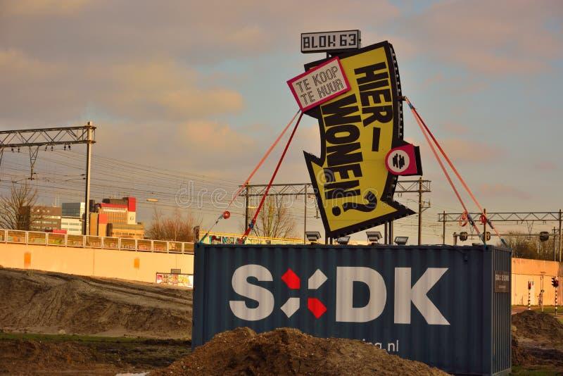 Le signe néerlandais drôle indiquant, veulent vivre ici ? image libre de droits