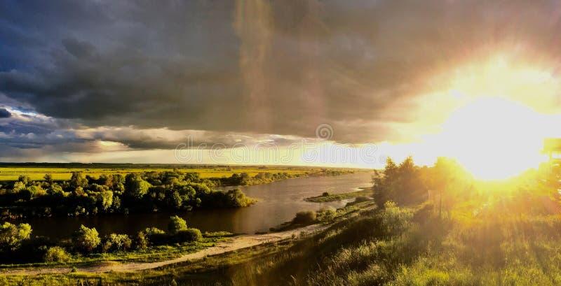 Le soleil ardent photographie stock libre de droits