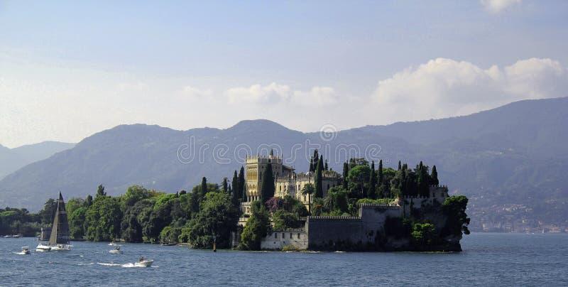 Le soleil d'été de l'Italie de policier de lac castle photographie stock