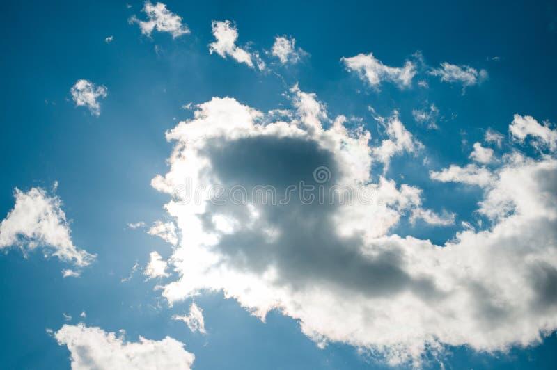 Le soleil de nébulosité photo stock