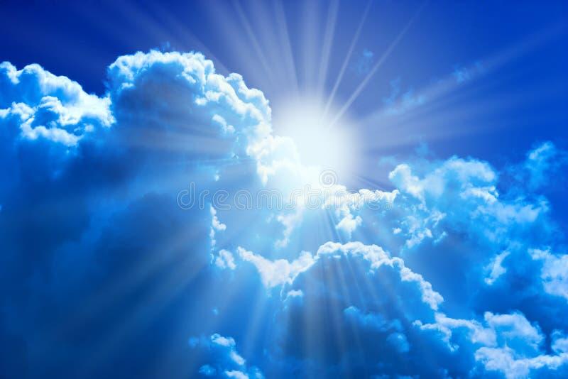 le soleil de nuages image libre de droits
