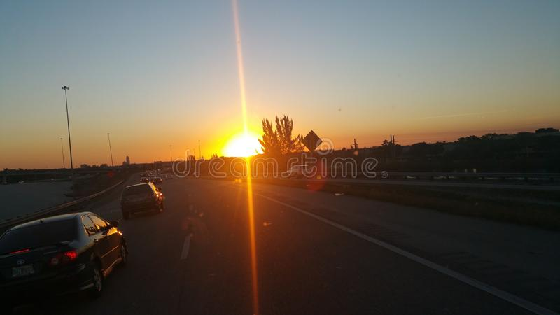 Le soleil de regard gentil images stock
