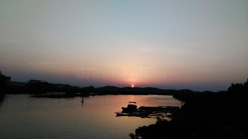Le soleil de soirée photos libres de droits