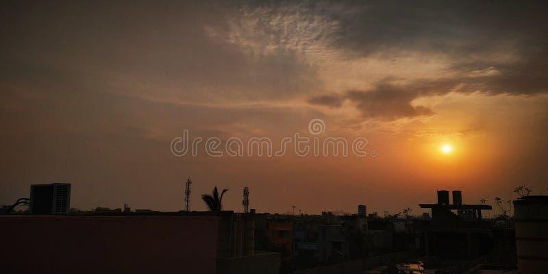 Le soleil de sommeil rendant le ciel beau photographie stock libre de droits
