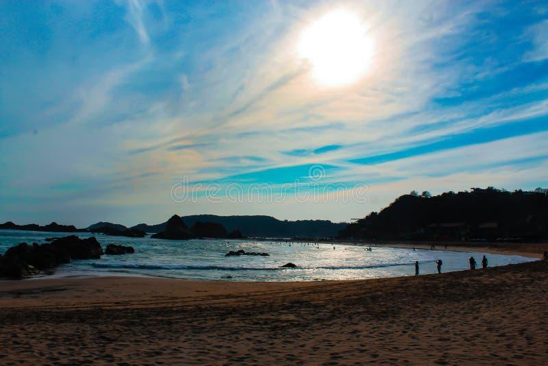 Le soleil et la plage image libre de droits