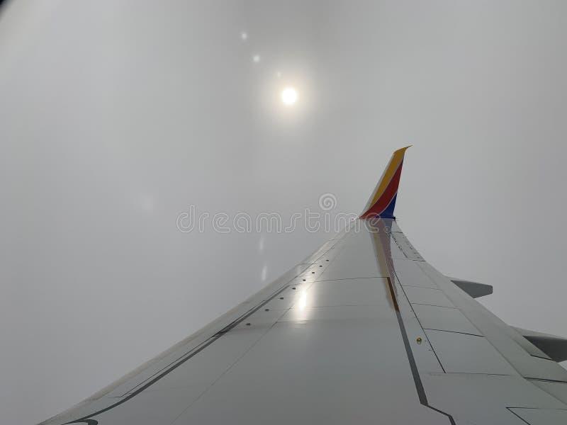 Le soleil flou d'après-midi de l'avion photo libre de droits