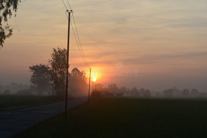 Le soleil levant le matin photo stock