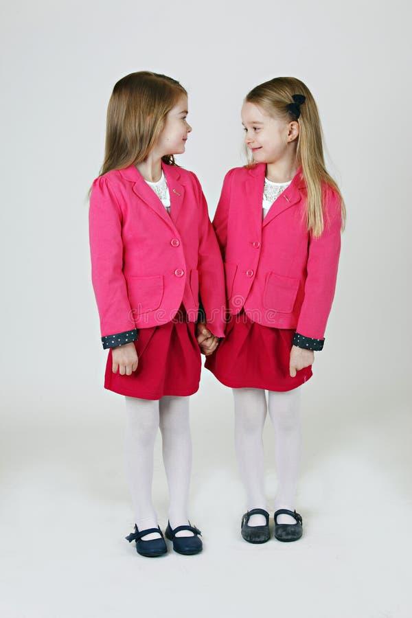 le sorelle di 6 anni fotografia stock libera da diritti