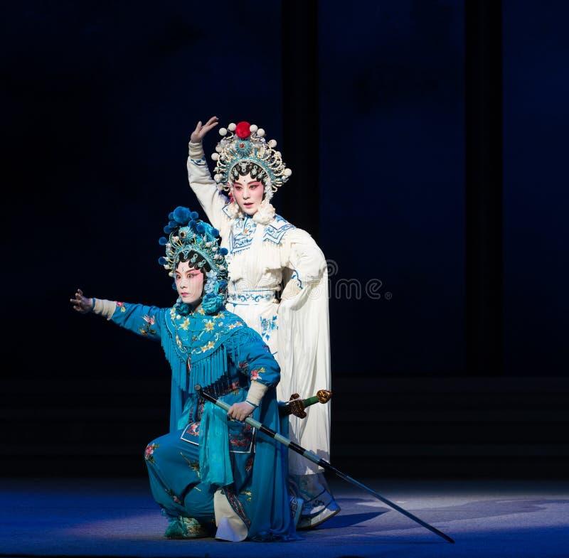 """Le sorelle- la sesta acqua del serpente di atto trabocca  bianco di Opera""""Madame Snake†della collina-Kunqu dorata immagini stock"""