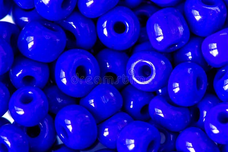 Le sort de perles bleues pour la décoration et handcraft images stock