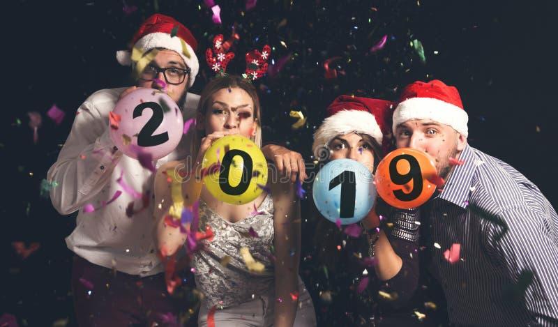 Le soufflement monte en ballon au ` s Eve Party de nouvelle année images libres de droits