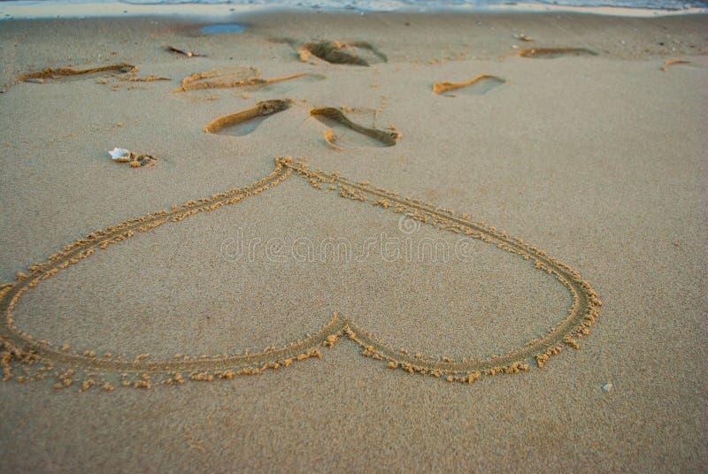Le souhait d'amour sur le bord de la mer et la plage photo stock