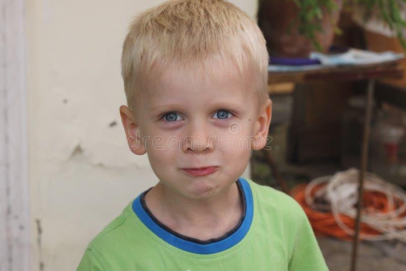 Le sourire de garçon photographie stock libre de droits