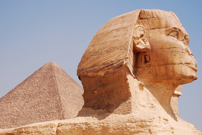 Le sphinx et la pyramide images libres de droits