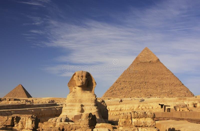 Le sphinx et la pyramide de Khafre, le Caire photo libre de droits