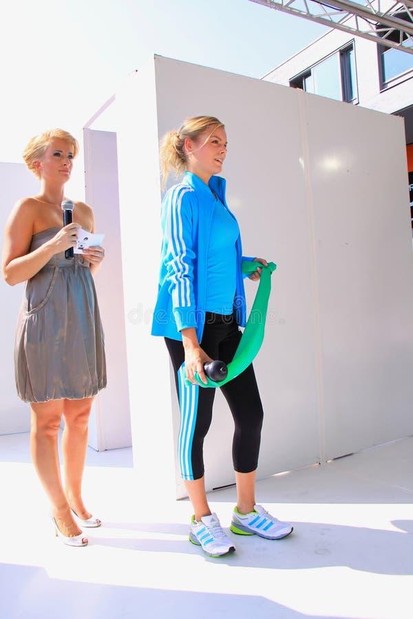 Le sport vêtx le défilé de mode photographie stock libre de droits