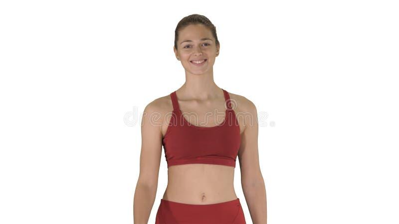 Le sportkvinnan som g?r och ler p? vit bakgrund fotografering för bildbyråer