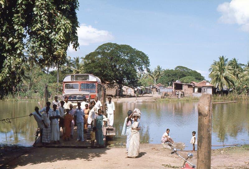 1977 Le Sri Lanka La portée de ferry guidée par câble le rivage photo libre de droits