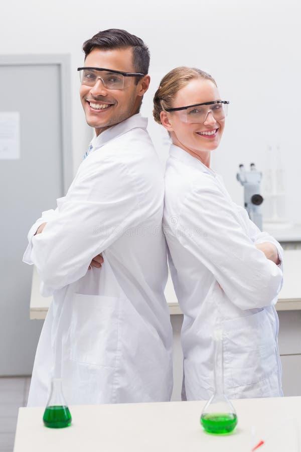 Le stående forskare tillbaka för att dra tillbaka arkivbilder