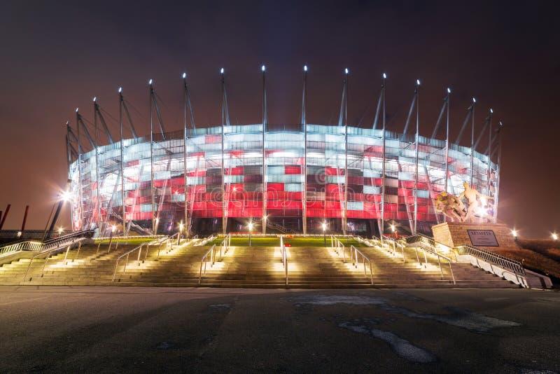 Le stade national à Varsovie a illuminé la nuit photos stock