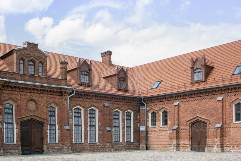 Le stalle della proprietà terriera di Gotico-rinascita in Raudondvaris fortificano in Lithu fotografia stock