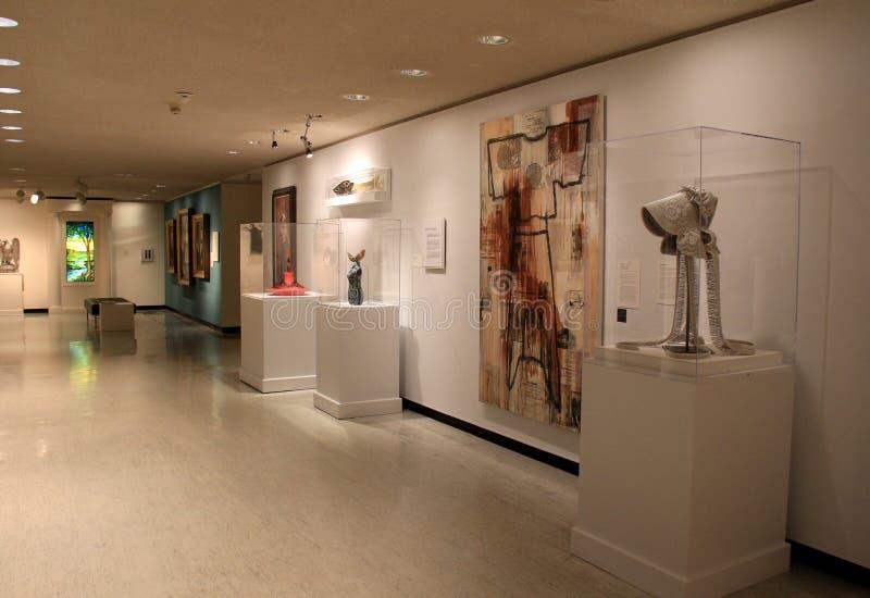 Le stanze ed i corridoi hanno riempito di arte e di scultura, Art Gallery commemorativo, Rochester, New York, 2017 fotografie stock