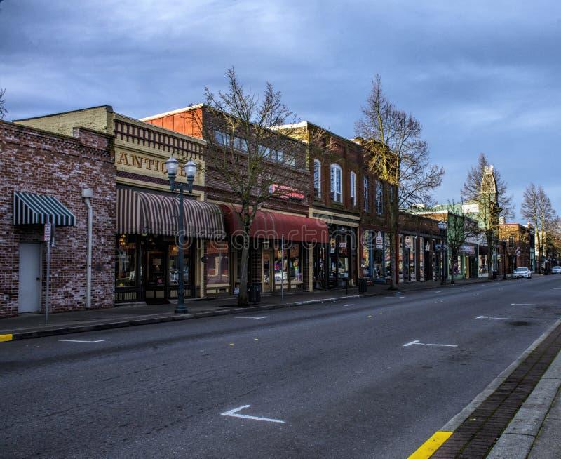 Le stanze frontali di negozio storiche nelle concessioni passano, l'Oregon fotografia stock