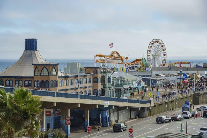 Le stationnement de pilier et de voiture de Santa Monica Beach photos libres de droits