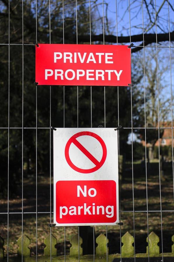 Le stationnement interdit se connectent une barrière images libres de droits
