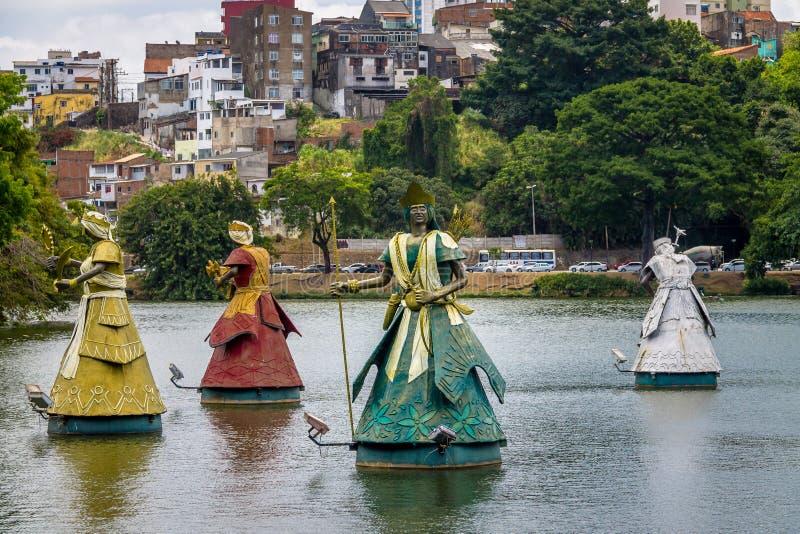 Le statue di Oxum, di Xango, di Oxossi e di Oxala Orixas dei san africani tradizionali di Candomble in Dique fanno Tororo - Salva fotografie stock