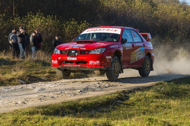 Le STI de Subaru Impreza WRX concurrence au rassemblement annuel Galicie photos stock
