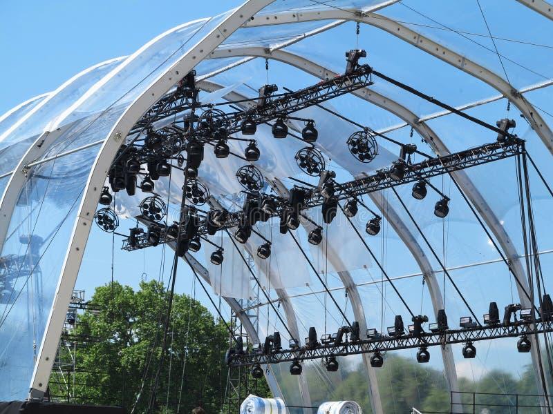Le strutture dell'illuminazione di fase accende le attrezzature ed i proiettori immagine stock libera da diritti