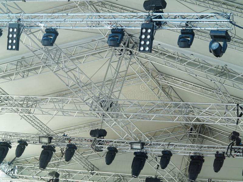 Le strutture dell'illuminazione elettrica della fase mette in luce l'attrezzatura fotografia stock