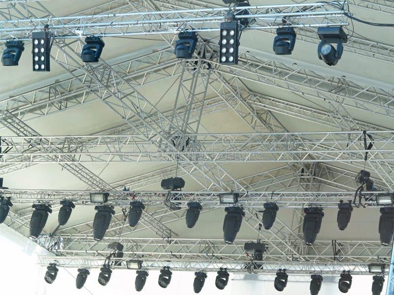 Le strutture dell'illuminazione elettrica della fase mette in luce l'attrezzatura fotografia stock libera da diritti