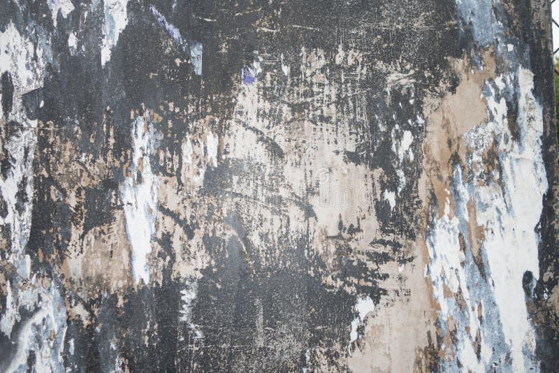 Le stuc a peint le mur urbain de ville texturisé par mur blanc peinture ébréché et d'épluchage photos stock