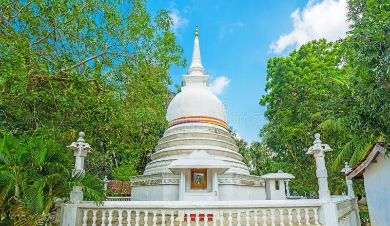 Le Stupa du temple de Halpanwila image libre de droits