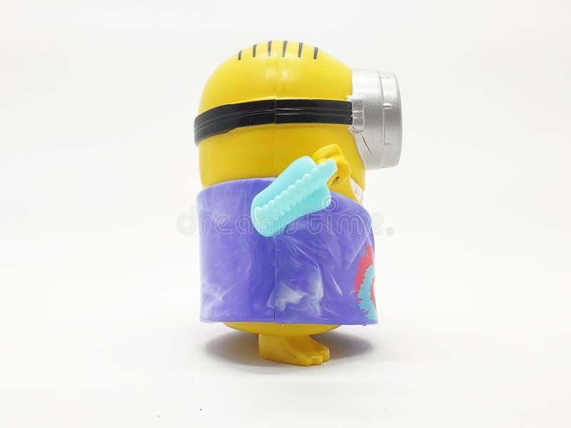 Le subordonné jaune de banane joue le modèle en plastique d'ignoble je film à l'arrière-plan d'isolement blanc image stock