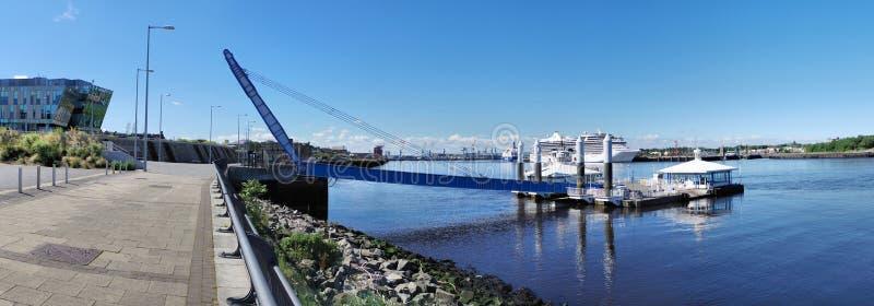 Le sud protège le panorama d'atterrissage de ferry photo stock
