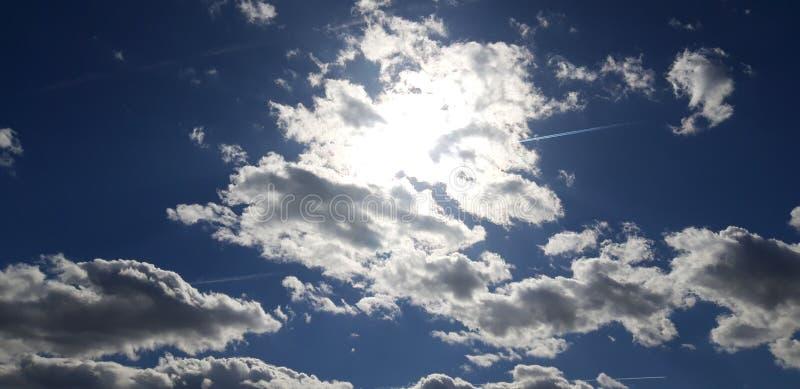 Le Sun caché photos libres de droits
