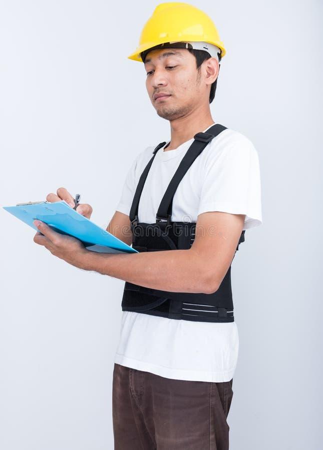Le support d'homme de travailleur écrivent la note de livre portant de retour l'appui photo stock