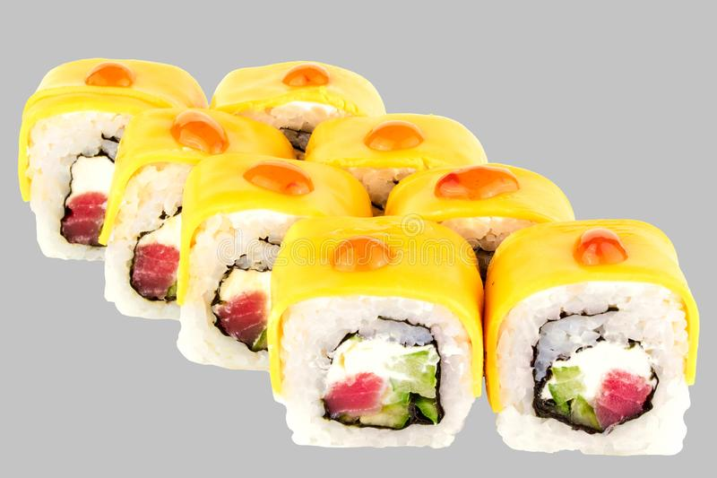 le sushi roule le fromage de Philadelphie avec de la sauce chili douce à fromage de cheddar de Philadelphie de concombre de from photo stock